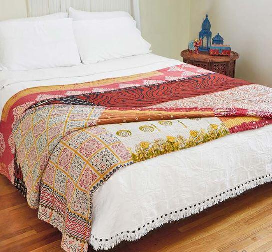 Añadir textura en el dormitorio con decoración ibicenca